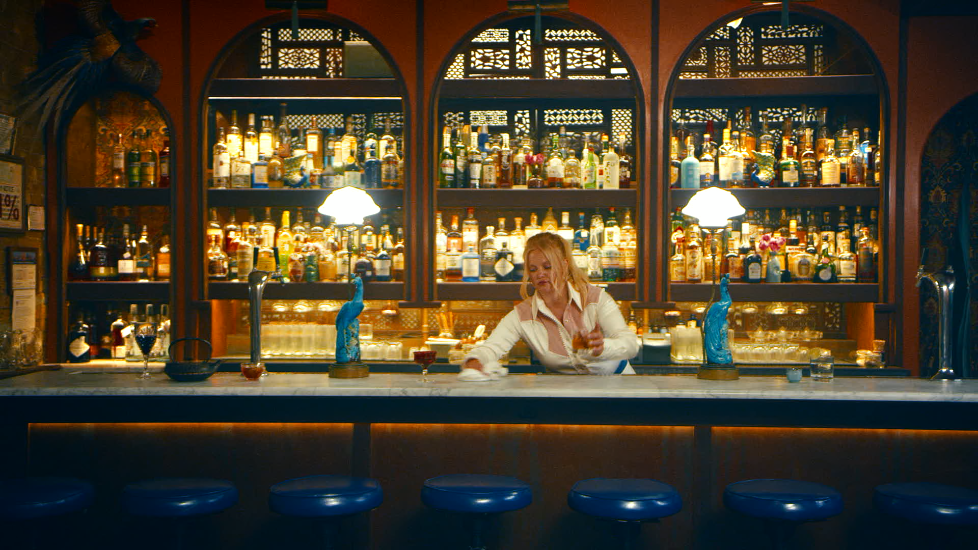 Janice at the Hotel Bar – Hailey Whitters